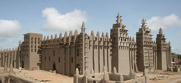 bijuterii-Marea-moschee-din-Djenne-Mali-Foto-The-Sleeping-Camel1-586x2